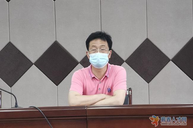 县人社局副局长王楚乔